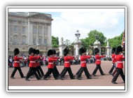 Buckingham_palace_soldiers